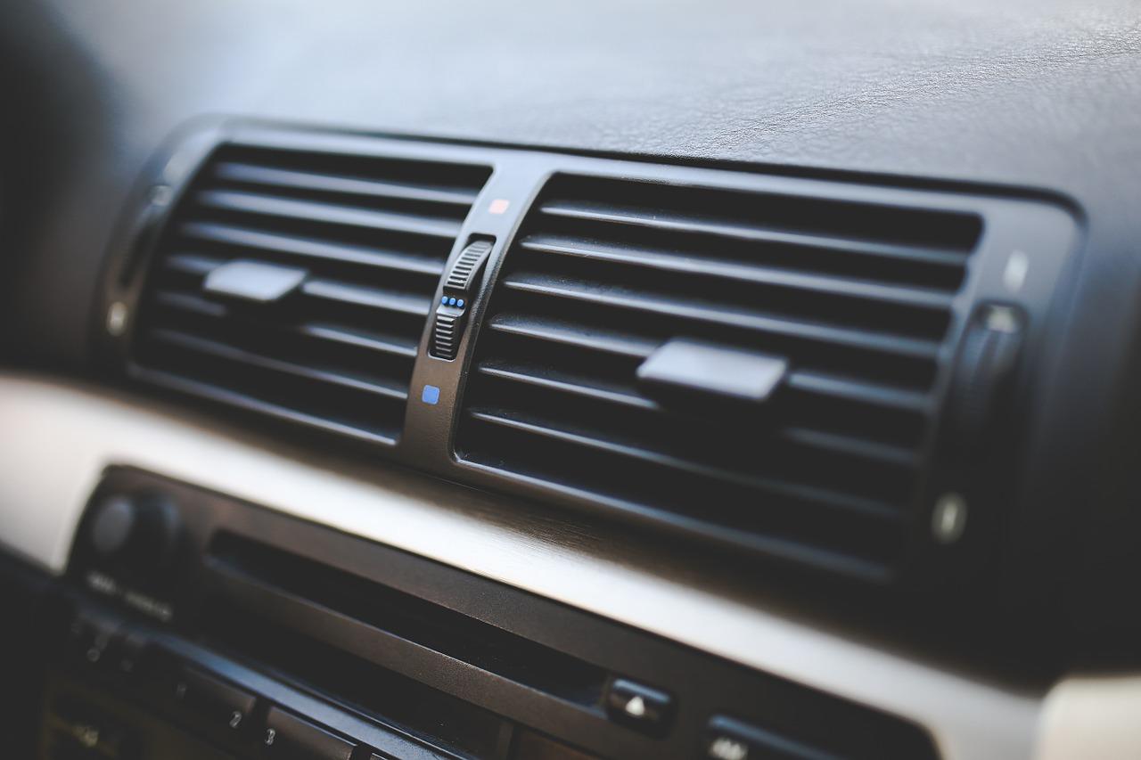Serwis samochodowy – nabijanie klimatyzacji.  Auto serwis Szczecin